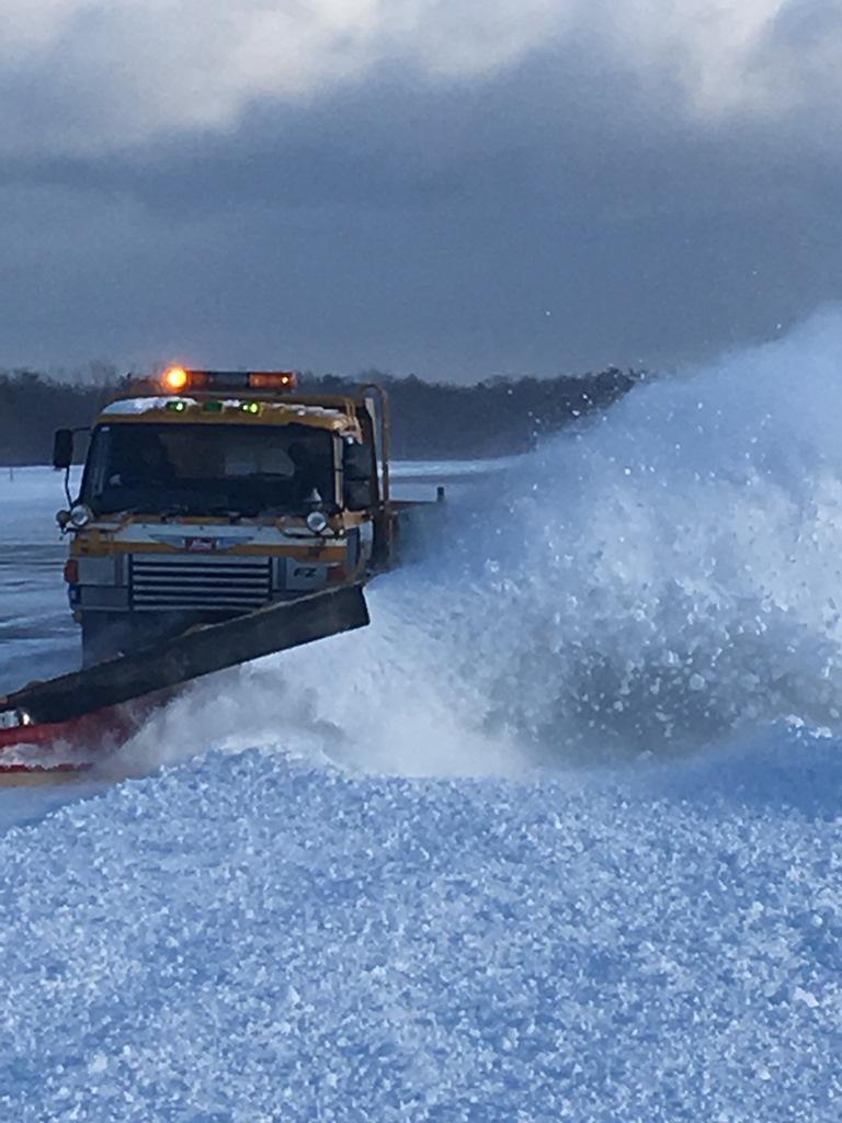積雪約25㎝ 鹿部飛行場の除雪作業